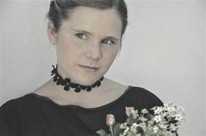 Ingel Undusk  on oma sulniste värsside  ainese ammutanud kahest levinud luuleteemast, kirjutades peamiselt ajast ning armastusest.