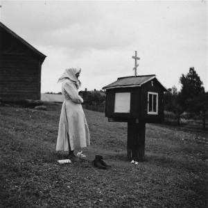 Enne II maailmsõda Carl Sarapi tehtud foto kujutab ikoonimajakese juures palvetavat setu naist. Sellesarnase ikoonimajakese kinkisid setud tänavu Eesti Vabaõhumuuseumile vastavatud setu talu valmimise puhul.