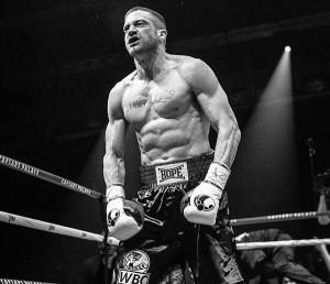 """Jake Gyllenhaali imetabane ümberkehastumine lihaseliseks poksijaks Billy Hope'iks suudab """"Vasakukäelise"""" lihtsa loo vaid osaliselt kompenseerida."""