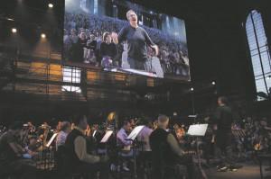 """Moskva muusikateatri """"Orkestriproovis"""" üldistavat lahendust ei olnudki – oli natuke nalja, ja ei olnud ka."""