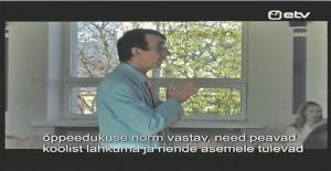 """Lauri Leesi annab teada, et turumüüjaid ja taksojuhte tema koolist ei tule.  Kaader Madli Lääne dokumentaalfilmist """"Tähelepanu, start!"""" (2006), mis räägib esimesse klassi astumise katsetest."""