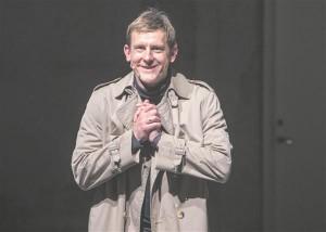"""""""Pingviin ja raisakass"""" on Jan Uuspõllu seni nähtud püstijalakomöödiatest parim."""