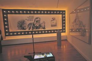 Lampidega raamistatud seinajoonistuse tegelased korduvad ka keskses videos.