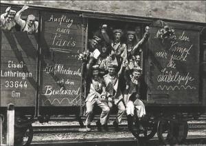 Kiiret edu lootvad Saksa sõdurid 1914. aastal teel rindele.