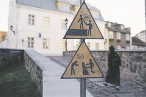 """Läti kunstnike Dita Lesiņa ja Guna Poga installatsioon """"Ootamatu mänguväli"""" (""""Unexpected Playground"""")."""