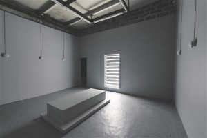"""Gil Leungi installatsioon """"Anumad ja tööriistad"""", 2015."""