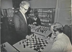 Isegi toimetuse peol korraldati maleturniir, võitjaid autasustati ja puha.  Pildil Valter Heuer, Jaak Olep ja Ülo Tuulik.