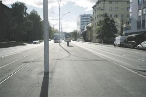 Kahjuks piirdubki Tallinna trammitee projekti linnaruumiline mõju vaid liiklusvoogude reguleerimisega, jalakäijale pole uut kvaliteeti loodud.
