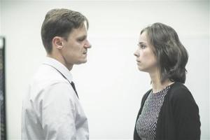"""""""Oleanna"""" lahkab õppejõu (Janek Vadi) ja üliõpilase (Klaudia Tiitsmaa) suhtlemisvigu, võimupositsiooni nihkumist."""