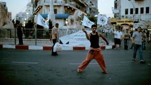 Filmi peategelane Maher tantsib end vabaks ka Ramallah' peaväljakul. Max Golomidov