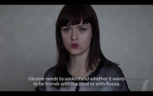 """Tanja Muravskaja video """"Kolm õde. Nõbu Julia, Venemaa"""", 2015. Kiasma pressifoto"""