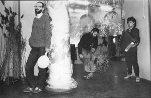 Rühmituse Tundmata Tunnete Taastamise töötuba viivad läbi Juris Boiko, Hardijs Lediņš ja Inguna Černova 1987. aastal.