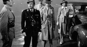 """Hea loo aluseks piisab teinekord vaid ühest arhetüübist, kuid """"Casablanca"""" žanrilise eklektika alusel (seiklusfilm, patriootiline film, uudistesaade, põgenike odüsseia, spioonifilm) käivituvasse igihaljaste arhetüüpide intriigi haaratakse müütilist äratundmist lubavad Võlu-uks, Tõotatud Maa, Pikk Ootus, Barbarid, Mäng Elu ja Surmaga."""