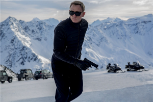James Bond (Daniel Craig) otsimas oma teed spiooniderohkel kinomaastikul.