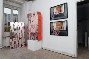 """Temnikova ja Kasela galerii """"Paris Internationale"""" messil Pariisis 2015. aasta novembris.  Väljapanekus on näha Dan Mitchelli ja Gili Tali tööd."""