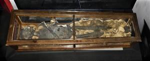 Evakueerimata jäänud lapsmuumia O. F. von Richteri kogust Tartu ülikooli kunstimuuseumis.