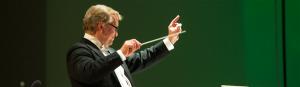 Paul Mäe juhatatud Vanemuise SO etteastes ei puudunud puänt: Sibelius ja Berg asuvad adornoliku skaala eri otstes, kuid  Vanemuine kleepis väärtusriba Möbiuse lehena kokku – ja õigesti tegi.