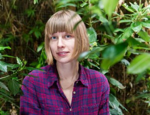 Ants Orase nimelise kirjanduskriitika auhinna laureaat Johanna Ross Tartu Loodusmajas.