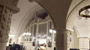 Ene Salumäe mängis eesti heliloojate oreliloomingut ka Tartu Pauluse kirikus.