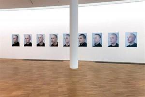 """Tanja Muravskaja. Eesti rass. Digitaalne kromogeenne foto, 2010.  Vaade näitusele """"Räägime rahvuslusest! Ideoloogia ja identiteedi vahel"""" Kumus."""