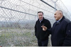 Briti valitsusjuht David Cameron koos Bulgaaria ametivenna Bojko Borisoviga Bulgaaria-Türgi piirile püstitatud okastraattara ääres, mis sunnib Lähis-Ida põgenikke võtma ette riskantaseid paadiretki üle Vahemere.
