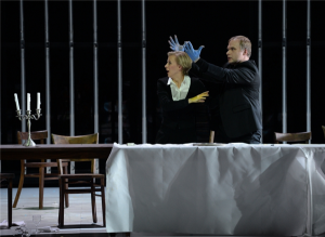 Rachel (Astrid Kessler) ja temasse armunud vürst Léopold (Juhan Tralla).