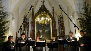 Intonacio kunstiline juht kontratenor Ka Bo Chan on Eesti Rahvusmeeskoorist leidnud ansambli tarbeks  erakordsed vokaalsed aarded ja suutnud need kokku sulatada, nagu oleks koos lauldud juba aastaid.