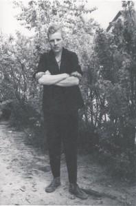 Üks meeldejäävamaid seiku seoses vangilaagriga on see, kuidas Johnny päästis maailmale laagripoeedi Enn Uibo luule – oma peas. Nii tõi ta laagrist välja ja aitas raamatussegi üle saja luuletuse. Pildil  Jaan Isotamm 1961. aastal Mordvas.