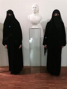 Burkaga naistele ei olnud kõige ohtlikum mitte avalik tänavaruum,  vaid hoopis akadeemiline keskkond.