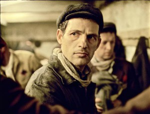 """""""Sauli poeg"""" on väljapaistev filmidebüüt nii lavastaja László Nemesile kui ka peaosalist Sauli mängivale Géza Röhrigile."""