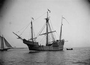 Kolumbuse laeva Santa Maria abil kirjutab Toomas Haug Eesti-Portugali kirjandussuhetest. Pildil Kolumbuse laeva koopia aastast 1892.