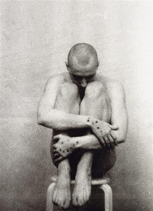 Mark Raidpere. Io. Mustvalge foto, kapaplaat, 1997. Eesti Kunstimuuseum.