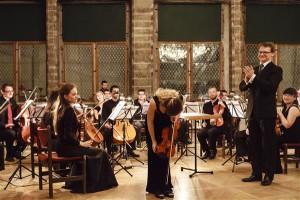 Uue Tänava Orkester mängis Kaspar Männi juhatamisel Mozartit, Mendelssohni (solist Linda-Anette Suss) ja Beethovenit,  kelle kõik sümfooniad kavatsetakse ettekandele tuua.