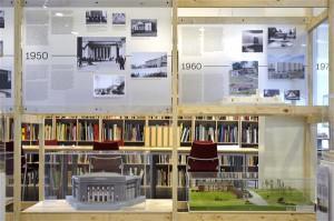 Ajatelg kulgeb XX sajandi algusest tänapäeva ja võtab iga kümnendi kokku, tekstimaterjali on illustreeritud suure hulga fotodega ning kirsiks tordil on kümnendit iseloomustava ikoonilise hoone makett.