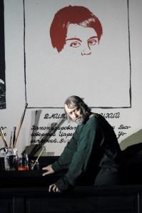 Dmitri nägu Ain Angeri selja taga on visandlik,  kuna tema  saatuse kirjapanek on alles pooleli.  2 × Catherine Ashmore / Covent Garden