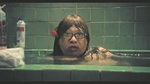 """Režissöör Stephen Chow kergendab """"Merineitsi"""" otsekohest ja isegi peaaegu tühisena mõjuvat ökosõnumit kreisi,  tihti musta huumoriga ja haarava romantikaga."""