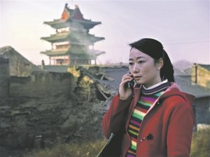 """""""Mäed võivad variseda"""" on Hiina arthouse-staari Jia Zhangke ehk kõige sirgjoonelisem ja konventsionaalsem film. Peaosas astub üles tema abikaasa Zhao Tao."""
