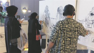 Markus Kasemaa kunstiaktsioon Abu Dhabi Dalma  kaubanduskeskuses. Lapsed ja naised võtsid aktsioonist aktiivselt osa, mehed olid aga väga passiivsed.