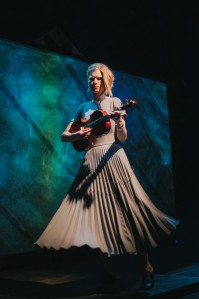 """Maarja Nuut (pildil Tallinna muusikanädala publiku ees)  esitleb oma uut albumit 1. mail """"Jazzkaarel""""."""