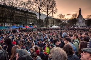 Distantseeritud ja paljuski illusoorse esindusdemokraatia asemele on tulnud diskussioon ja solidaarsuse vaim, mis peaks tekitama resonantsi kõikjal Euroopas. Meeleavaldajad Pariisis Vabariigi väljakul.