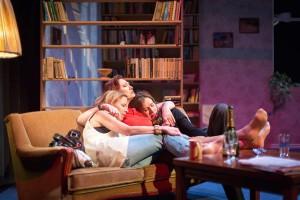 """Kolm """"õde"""":  Liisu (Kadri Adamson), Berit (Carmen Mikiver) ja Maria (Kleer Maibaum-Vihmar)."""