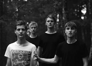 Martin Ulvin (vasakult kolmas) paigutab oma bändi Mothman kuhugi noisescene'i ja mainstream jazz'i vahepeale.