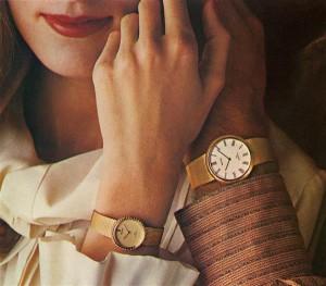 Marge Monko. Kümme pärast kümmet.  Pigmentfoto vineeril, pleksiklaas, 2015. Fotoseeria käekelladest kujutab nagu käskija ja alluja suhet, kus luksusearmastus toimib ühisjoonena.