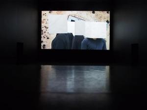 Hito Steyerl. Kuidas olla nähtamatu: kuradima didaktiline MOV-fail. Videostill. VanAbbemuseum.
