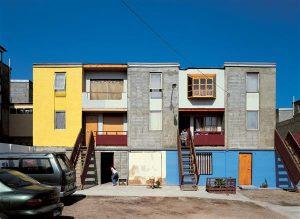 Alejandro Aravena Quinta Monroy paindliku ruumilahendusega sotsiaalelamud Iquiques Tšiilis. Elanikele anti üle 30 ruutmeetrit elamispinda, mida ise täiendades sai valmis ehitada 72ruutmeetrise korteri.