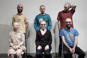 Bouilloni grupi performance Tartu kunstimuuseumi näituse avamisel.