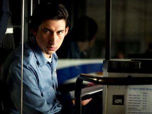 Jim Jarmuschi uue filmi nimitegelane Paterson (Adam Driver) on bussijuht, kes täiustab oskust elada lihtsat elu.