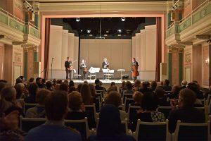 Tobiase-nimeline keelpillikvartett Berliini publiku ees.