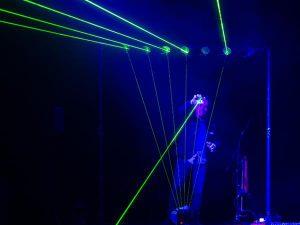 Häppeningi kulminatsiooniks oli Tiit Kikase soolo pimendatud saali rohelisi kiiri paiskaval laserharfil.