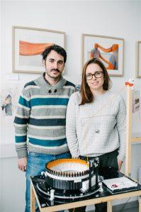"""Nomaadielust tüdinud Varvara ja Mar otsustasid 2014. aastal Tallinna kasuks. Nad on Arsi avatud ateljeede päeva peamised korraldajad, """"Tegusatel teisipäevadel"""" korraldatakse nende ateljees ka töötubasid, loenguid jm."""